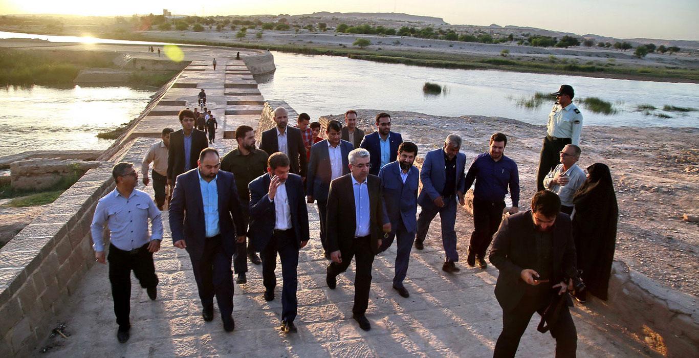 دعوت وزیر نیرو از سرمایهگذاران برای مشارکت در طرح های گردشگری آبی