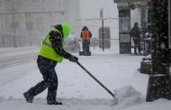 در مواجه با بارش برف در جهان چه میکنند؟
