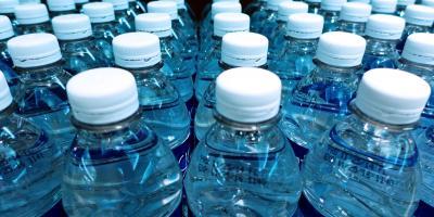 ارسال ۶۰ هزار بطری آب معدنی به روستاهای زلزلهزده