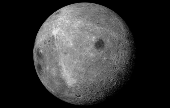از غبارهای ماه، آب تولید میشود
